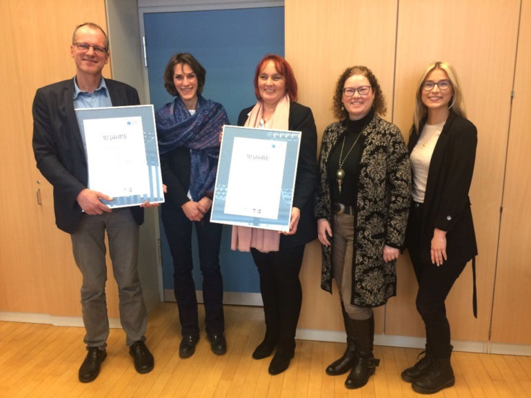 Karl-Schiller-Berufskolleg, Brühl, und die Porta Möbelhandels GmbH & Co. KG feierten das 10jährige Bestehen ihrer KURS Lernpartnerschaft