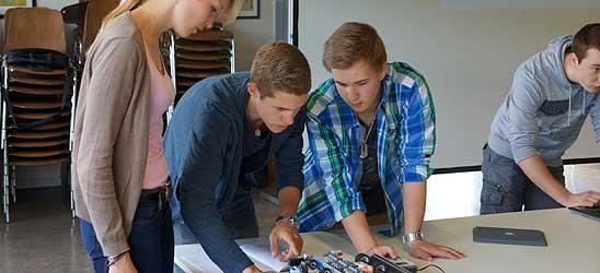 Schüler konstruieren Folienschneidemaschinen