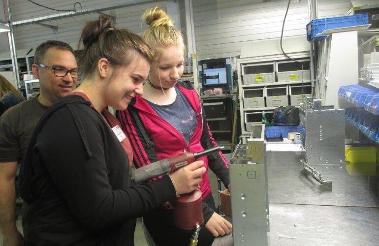 Girl's Day bei der Deutschen Mechatronics GmbH, einem KURS Lernpartner