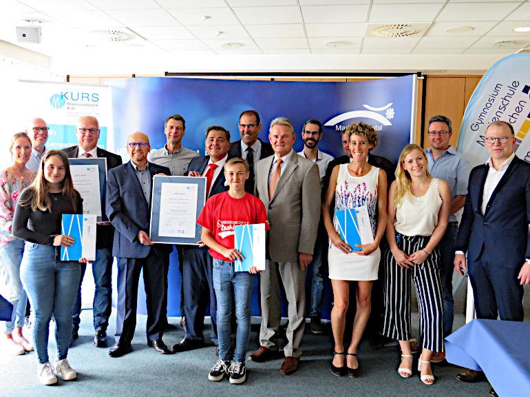Gruppenbild Ratifizierung der KURS-Lernpartnerschaft zwischen Marien-Hospital Euskirchen GmbH - Gymnasium Marienschule Euskirchen