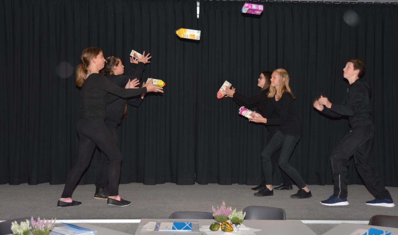 Theater der GS Aldenhoven anlaesslich der Kooperationsfeier.